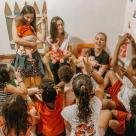 YouTuber Brasileira Tata Estaniecki Cocielo apoia o Projeto Lar